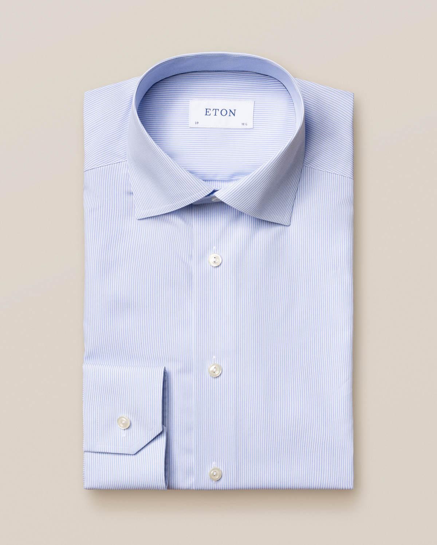 Ljusblå randig poplinskjorta