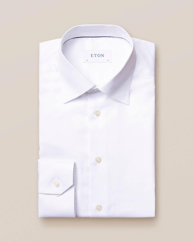 Vit skjorta med button under-krage