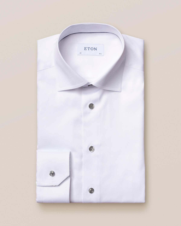 Vit twillskjorta med grå detaljer