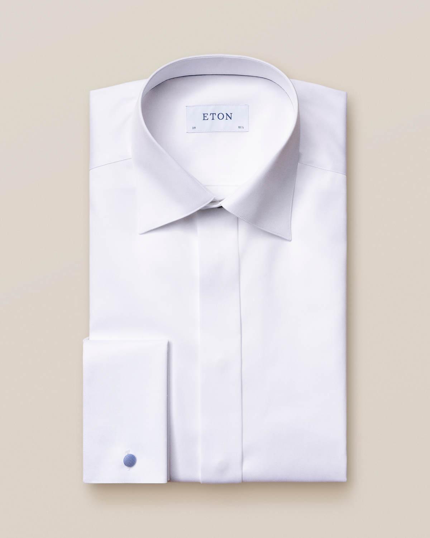 Vit smokingskjorta i twill