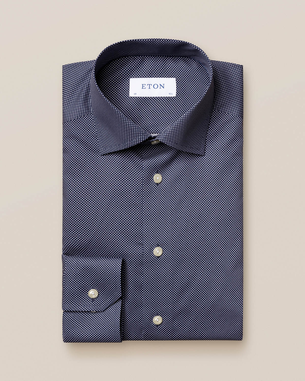 Mörkblå skjorta med Etons prickar