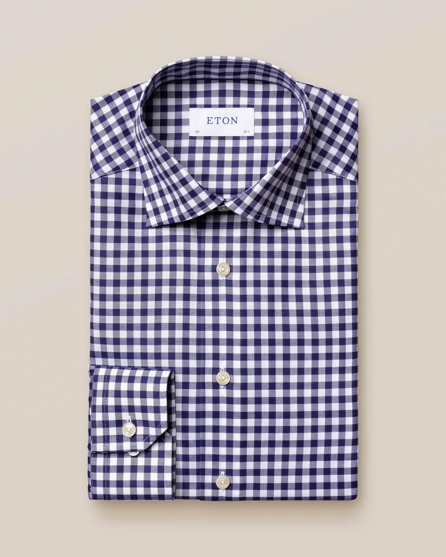 Mörkblå skjorta med gingham-mönster