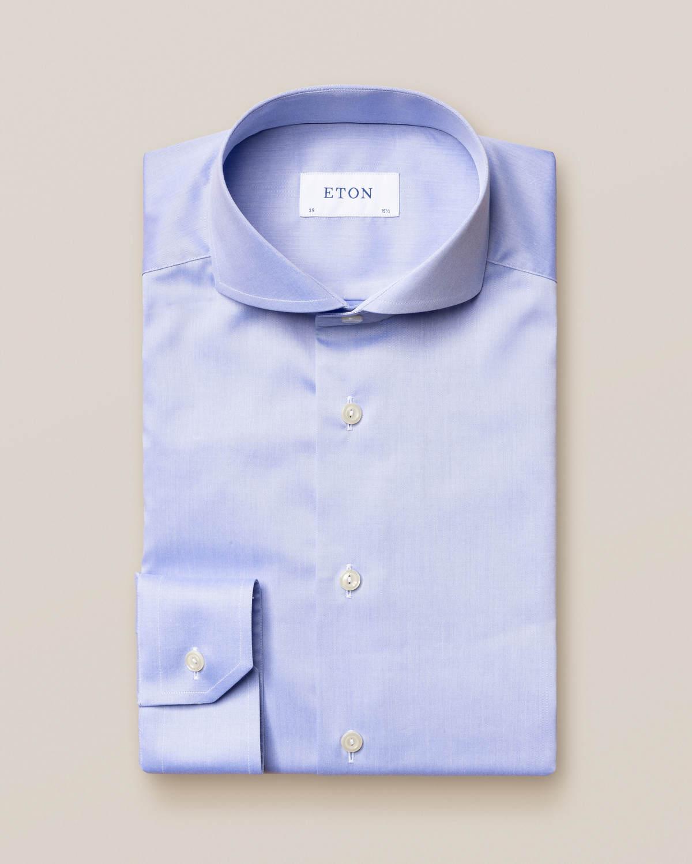 Blå skjorta i Fine Twill med extreme cut away-krage