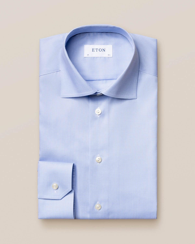 Ljusblå skjorta med hundtandsmönster
