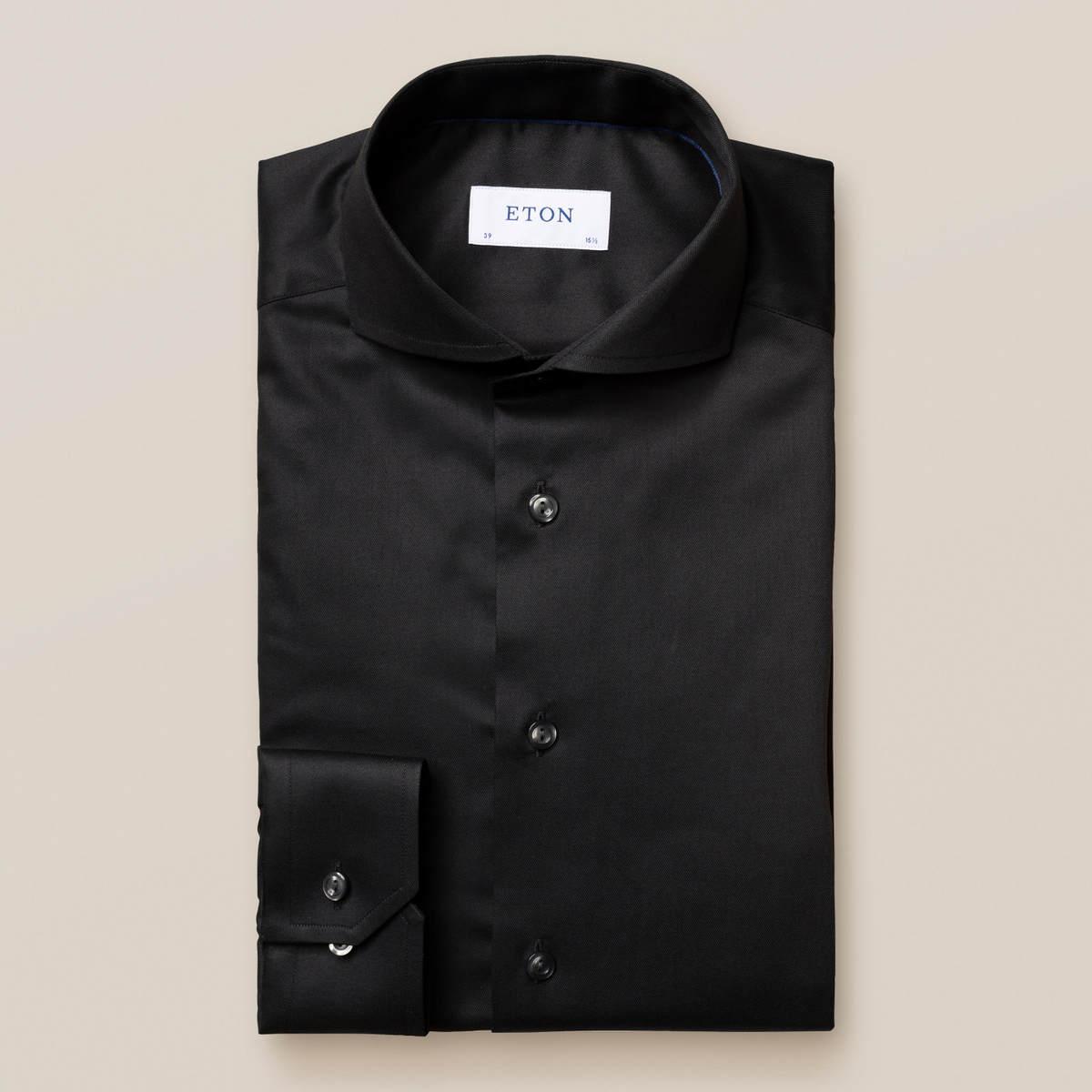 Svart skjorta i twill med stretch och extreme cut away-krage