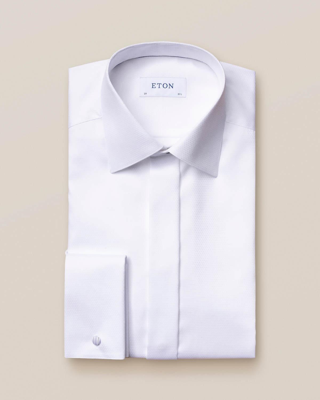 Vit smokingskjorta i dobby