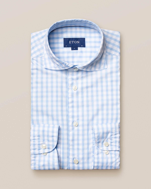Ljusblå skjorta med gingham-mönster