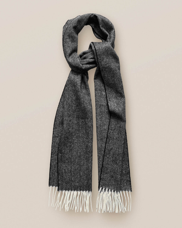 Grå ullscarf med herringbone-mönster