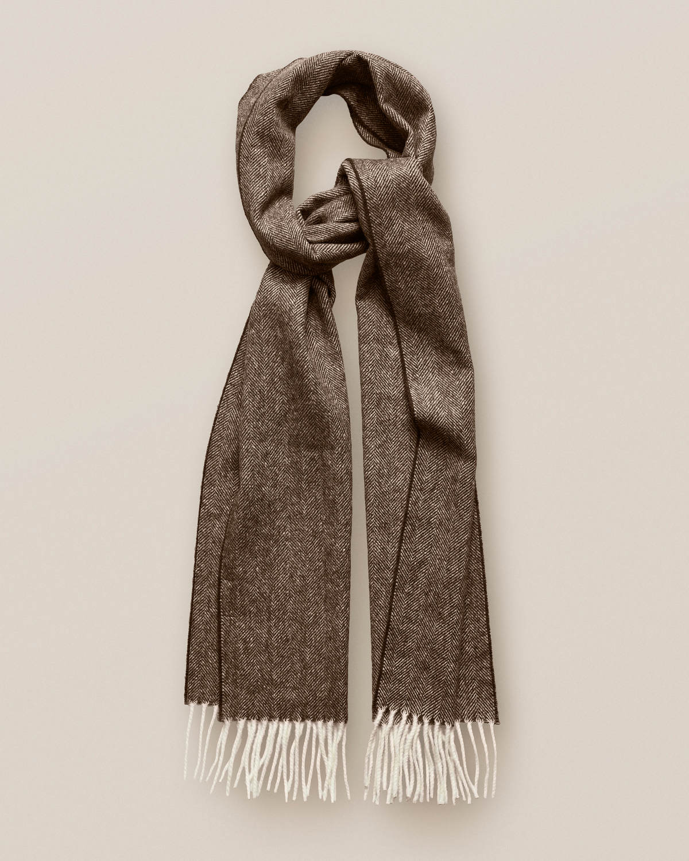 Brun ullscarf med herringbone-mönster
