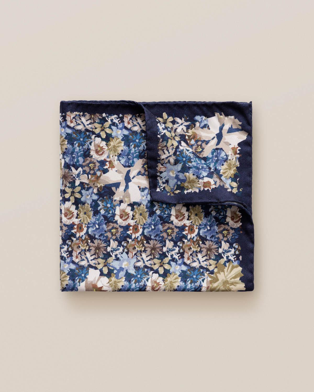 Blå och beige näsduk med blommönster