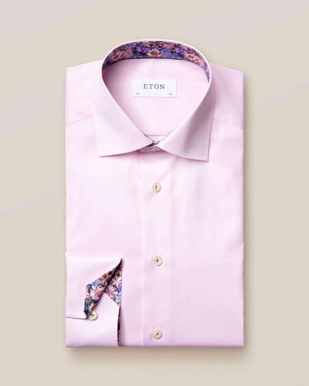 Rosa twillskjorta med lila blomdetaljer
