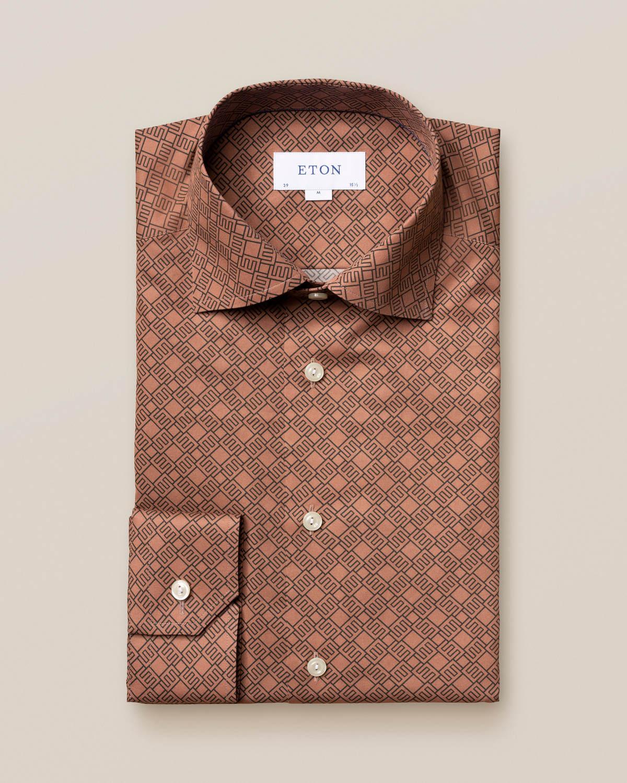 Ljusbrun skjorta med dubbelmonogram
