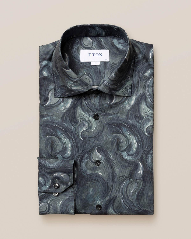 Mörkblå skjorta med paisleydroppar