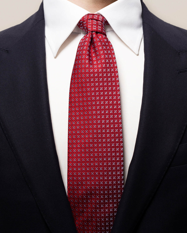 Röd slips med geometriskt blommönster
