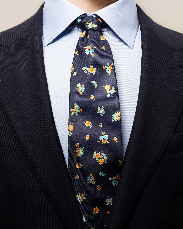 Marinblå slips med blommönster