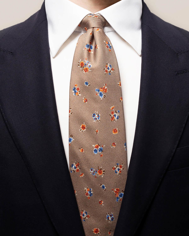 Brun slips med blommönster