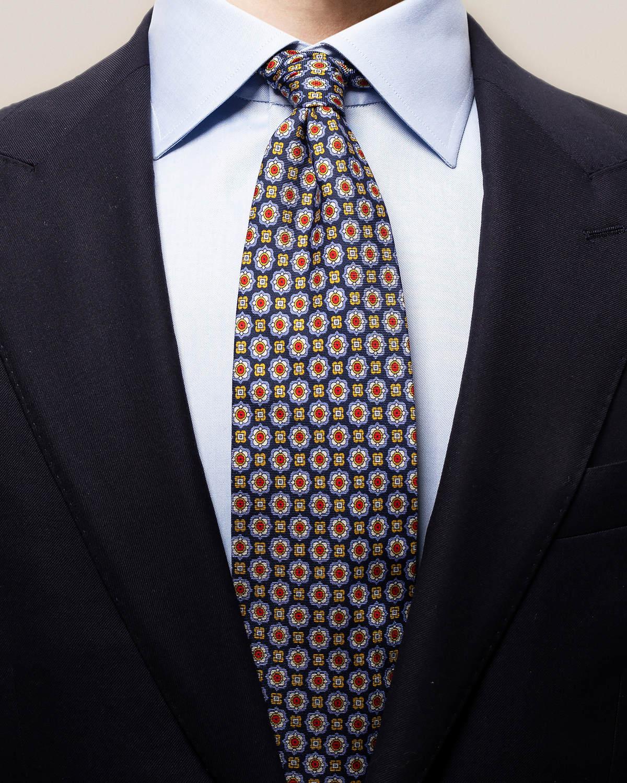 Marinblå slips med geometriskt prickmönster