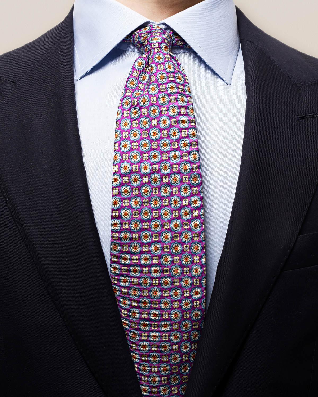 Lila slips med geometriskt prickmönster