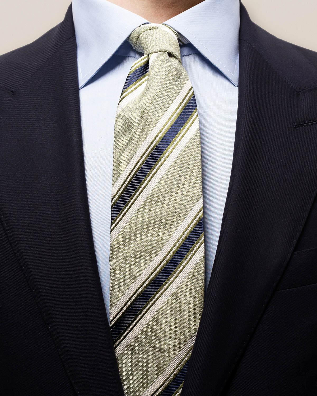 Grön slips i linne och siden med ränder