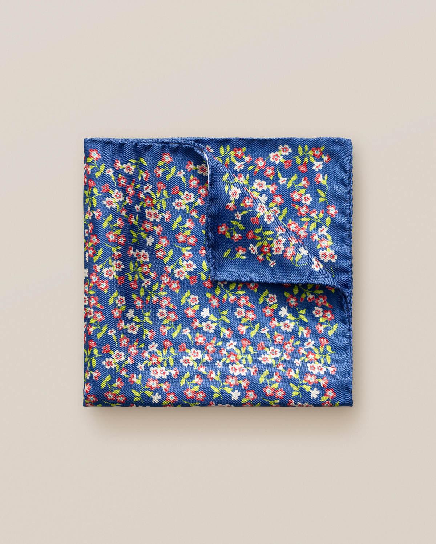 Blå sidennäsduk med blommor