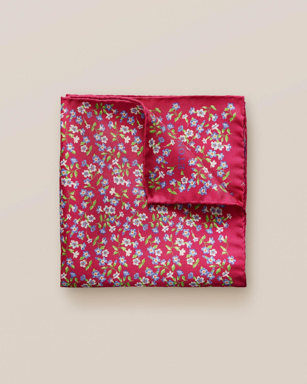 Röd sidennäsduk med blommor