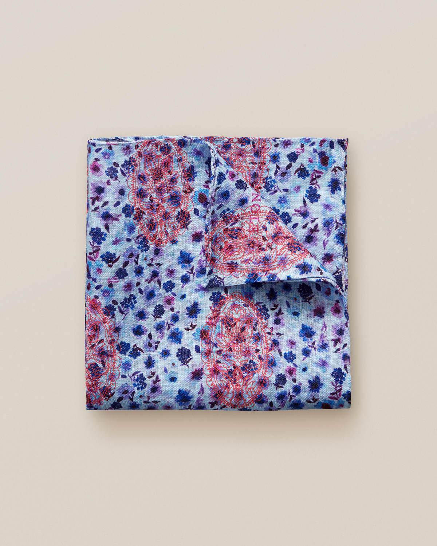 Blå linnenäsduk med blommönster