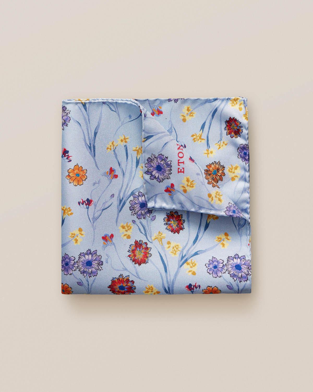 Blå näsduk med blombuketter