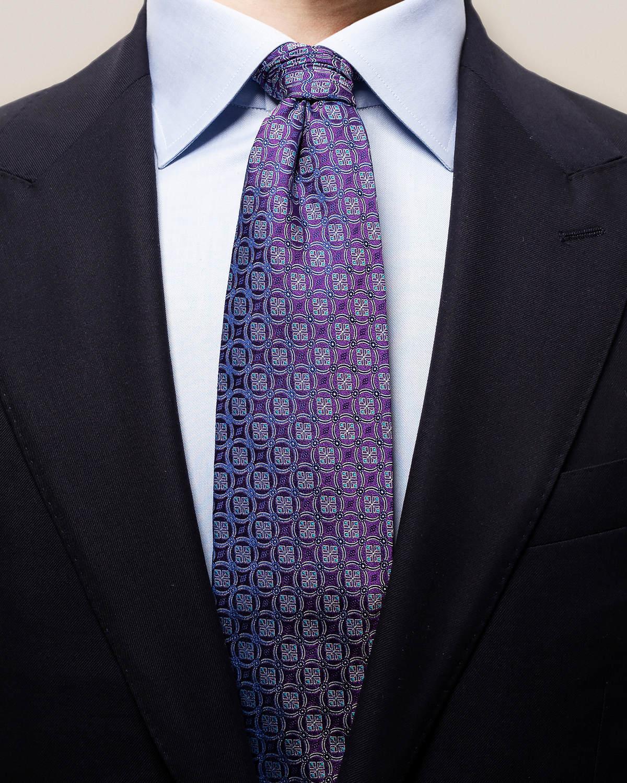 Lila slips med cirkelmedaljonger