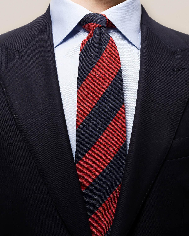 Röd och marinblå bredrandig slips