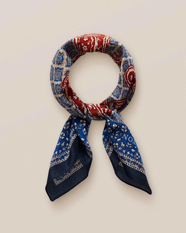 Blå bandana med medaljonger i paisleymönster