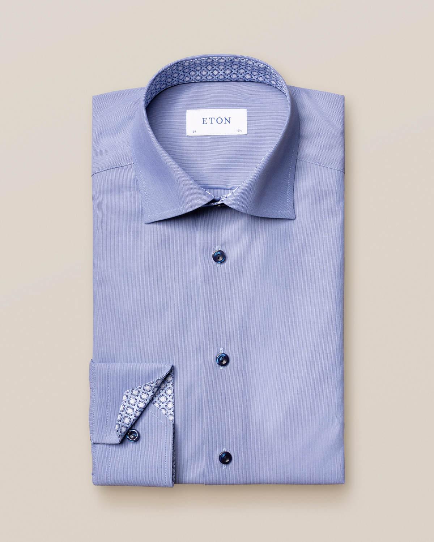 Blå finrandig skjorta