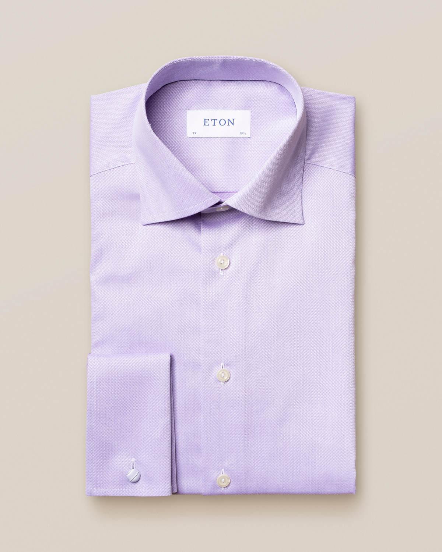 Lila skjorta med flätat mikromönster