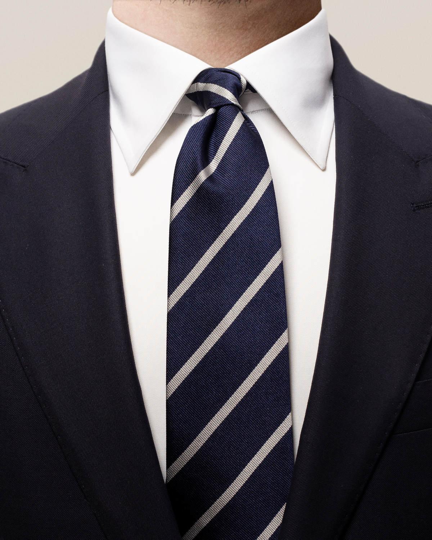 Marinblå- och vitrandig sidenslips
