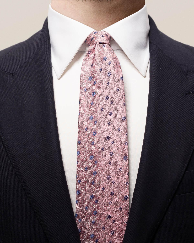 Rosa slips med blommor