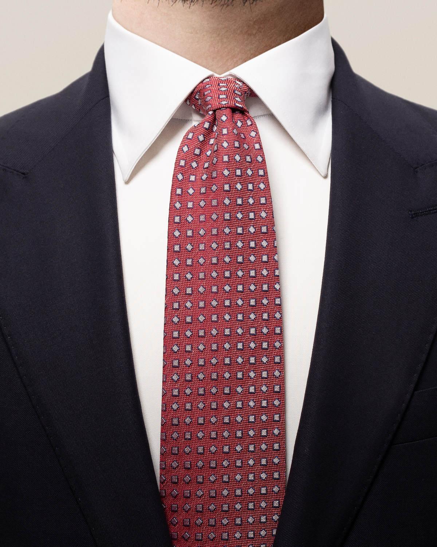 Röd slips med kvadrater i pastell