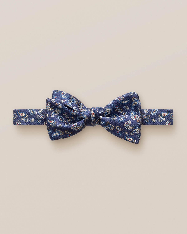 Marinblå fluga med småmönstrad paisley – oknuten