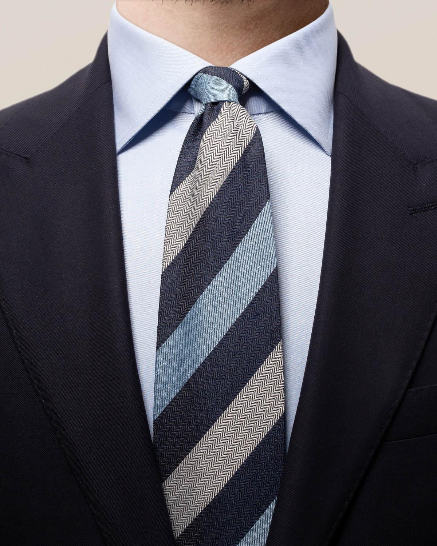 Marinblårandig slips i linne, siden och bomull