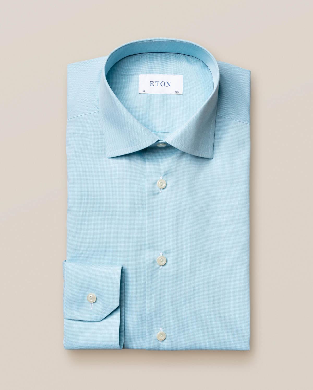 Pastellgrön skjorta – marinblå detaljer